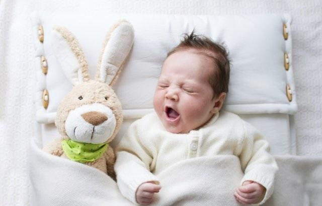 como despertar a un bebe dormilon