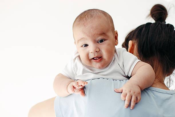 como sacar los gases del bebe recien nacido
